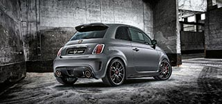 Abarth 695 Biposto in garage - visione laterale